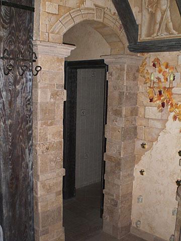 С гипсокартона в длинном коридоре